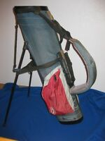 Golf bag with retractable legs