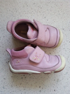 Stride Rite Leather Shoes Size 4.5