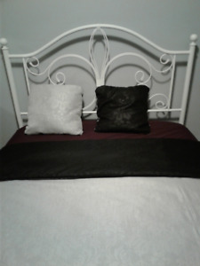 Duvet COVER with coordinating throw cushions