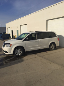 2012 Dodge Grand Caravan white Minivan, Van