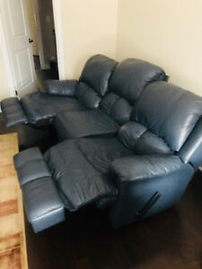Recliner and Reclining Love seat set *Amazing Condition*