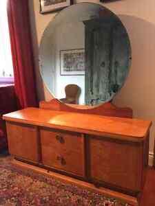 Coiffeuse meuble miroir acheter et vendre dans grand for Meuble coiffeuse montreal