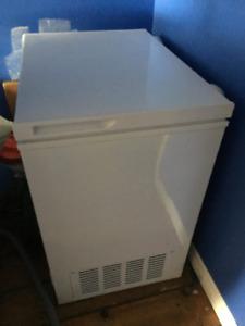 Moffat deep freezer