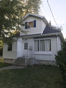 STUDENT ROOMS FOR RENT! STEPS FROM UNIVERSITY!!