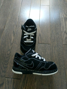 Toddler Boys size 8 Nike shoes- like new!- $20