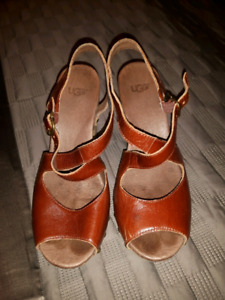 UGG  clogs all leather size 7