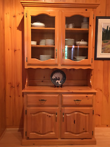 Pine Hutch with 2 glass doors