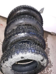 215 75 15 like new Snow Tires