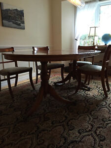Beautiful Antique dining room set with 6 chairs West Island Greater Montréal image 1