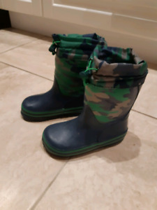 Brand new rain boots for toddler -size 9