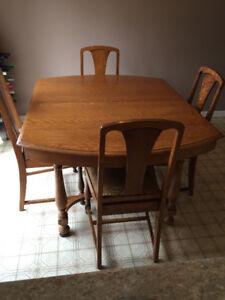 Antique Tiger oak dining room set   ( price reduced to $500 )