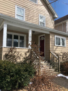 Bright 5 Bedroom Home - Close to Downtown