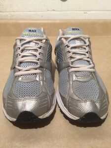 Women's Nike Zoom Max Air Running Shoes Size 10 London Ontario image 5