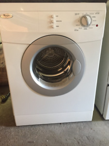 Sécheuse frontale blanche 24'' Whirlpool