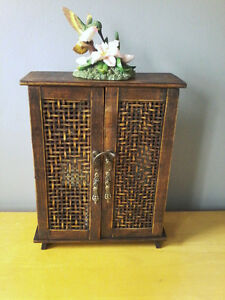 LITTLE SOLID WOOD CABINET