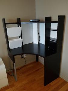 Bureau d'ordinateur en angle IKEA ''Micke''