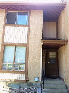 Wildwood 3 Bedrooms Townhouse - near 8th St Centre Mall