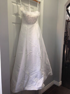 Best offer *NEVER WORN * Alfred Angelo Wedding Dress