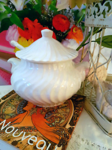 MID-SIZED HOT OR COLD LIDDED SAUCE DISH AND MATCHING SPOON