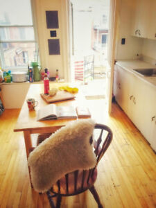 URGENT SUBLET: Huge Plateau/Parc Furnished 3 1/2 by Wednesday