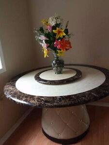 Round tabel with 6 chair almost new