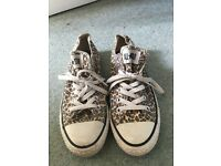 GREAT CONDITION - leopard print converses size 6