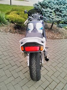 SUZUKI GSXR1100 1995 WITH V&H FULL EXHAUST AND RACING TIRES Windsor Region Ontario image 5