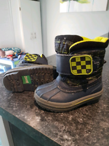 Cougar boys boots size 6