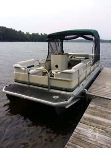 1998 Fabritec  20' pontoon boat 60hp Mariner big foot