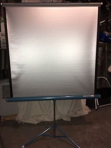 Projector, Screen, Slide Viewing Kit / Ensemble Diapositives