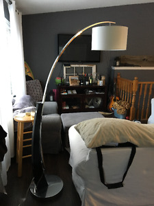 MODERN LIKE NEW WHITE FLOOR LAMP