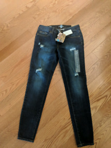 Bluenotes distressed skinny jeans. Size 26