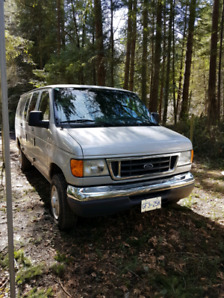 2007 Ford E350 Passenger Van 12 Seater low kms