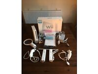 White Nintendo Wii Console with, Wii Speak, Wii board and 17 games