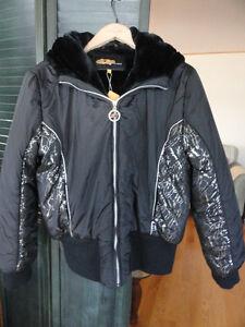 """Manteau court d'Hiver, neuf, grandeur """" Large """"pour femme."""