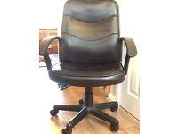 Black office desk chair. Adjustable height & on castors. VGC