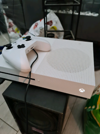 Xbox one s,only used once