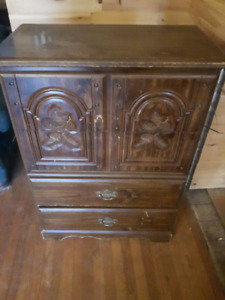 4 Chest of Drawers