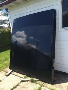 6.5 Foot Fiberglass Tonneau Cover (Open to Offers)