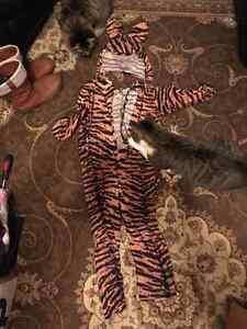 4 ur Little Tiger Sz 5-7