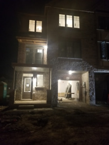 2 Br Townhouse in Ancaster