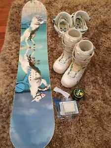 PRICE REDUCEDStepChild Snowboard w Boots, Bindings & accesssorie