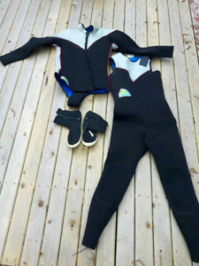 Fitz Wright 2 piece wet suit and Mares water boots!