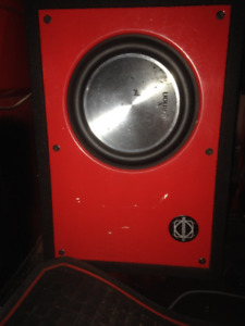 Clarion 10inch Sub with box and 1000w amp