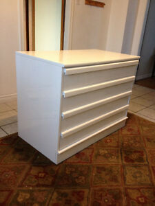 reduced beautiful large white 4 drawer baby dresser