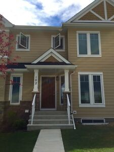 Brand New Townhouse in Clearview for Rent!