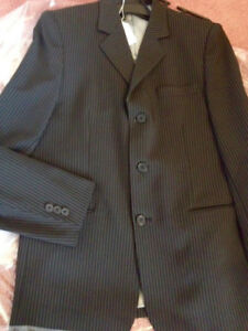 TWO PIECE SUIT YOUTH ADULT SIZE 20 ,FITS 10-16 GRADUATION/PARTY