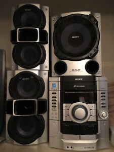 SONY stereo unit with 3 speakers