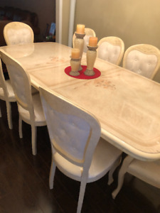 Beautiful Dining Table with 8 chairs & Chest - Great Condition