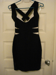4 SMALL DRESSES - ROBES